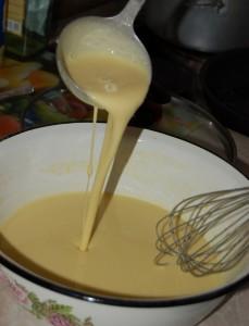 Введите растопленое сливочное масло в